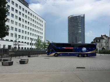 UNIVERS BUS am Platz der Vereinten Nationen Bonn